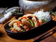 Calamar stir & fry cu legume proaspete și sos picant