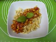 Spaghetti  naleśnikowe z mięsem mielonym z kukurydzą i sosem pomidorowym
