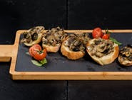 Bruschetta Con funghi e oliva