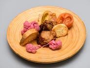 Carne de la garniță, murături și pâine prăjită