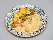 Escalop de pui, cartofi la cuptor și salată mixtă