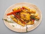 Cocoșel la cuptor, cartofi și legume coapte