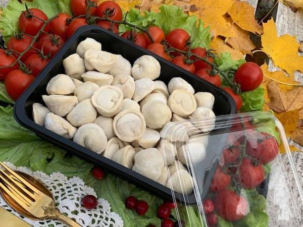 Pielmieni – rodzaj pierogów z dość luźnym farszem mięsnym. Potrawa kuchni rosyjskiej ok. 900g