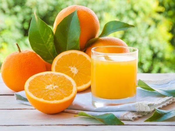Sok ze świeżo wyciskanych pomarańczy