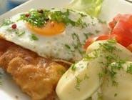 Duży Sznycel po Wiedeńsku z indyka  z jajkiem sadzonym