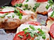 Grillowany Kurczak a la Caprese / Pomidor Malinowy, św. mozzarella , bazylia , balsamico