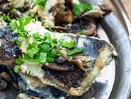 Smażony Filet z       Suma Afrykańskiego       z Polskiej hodowli        z leśnymi grzybami     na słodkiej śmietance
