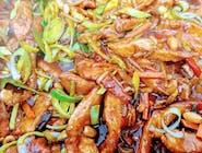 Zestaw Dnia - Zupa Dnia  +  Wieprzowina po Azjatycku  z grzybkiem mun i pędami bambusa z makaronem ryżowym
