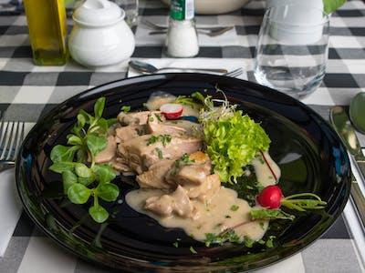 Konfitowana pierś z kaczki na sosie z grzybów leśnych 180g