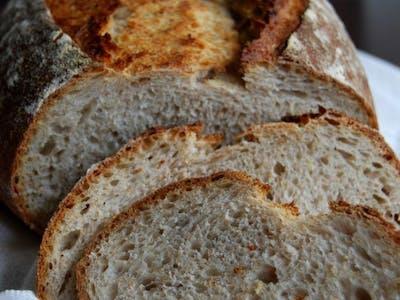 chleb własnego wypieku jasny cały