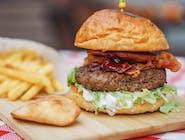 """Burger """"Baco"""" (chrupiąca bułka, 100 % wałówki, boczkuś,  łoscypek , ogór kiszony, sałata lodowa  , żurawina)  Swojskie """"grule w poski """""""