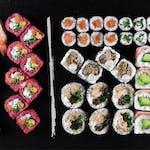 Love (34 szt.) Egzotyczne smaki w sushi! (+18 szt. za jedyne 19.90 zł)