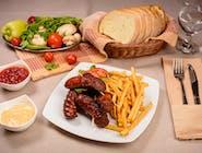 Cârnaț de casă cu cartofi prăjiți și muștar