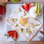 3. Twarożek z wanilią, owoc sezonowy, sos