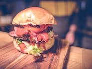 Burger z pastrami