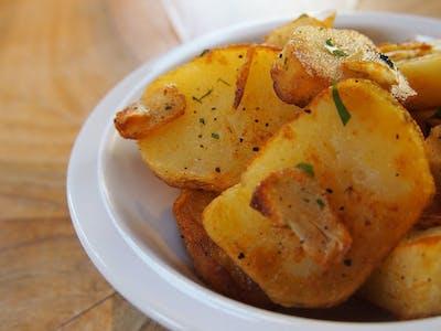 Opiekane ziemniaki z czosnkiem, rozmarynem