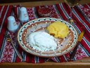 Mămăliguță cu brânză și smântână