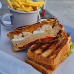 250g Club Sandwich s hranolakmi a burger mayo