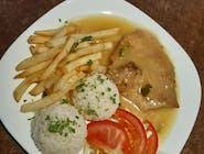 Bravčové karé na spôsob roštenky,½ ryža, ½ americké zemiaky, šalát