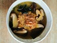 Zupa Miso z łososiem w sosie teriyaki