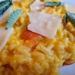 Dýňové rizoto z rýže carnaroli se šalvějí a parmazánem