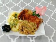 Sznycel szchabowy z ziemniakami i surówką lub polędwiczki drobiowe w sosie grzybowym z ziemniakami i surówką