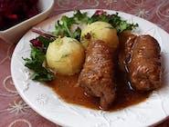 Zraz zawijany wołowy z sosem