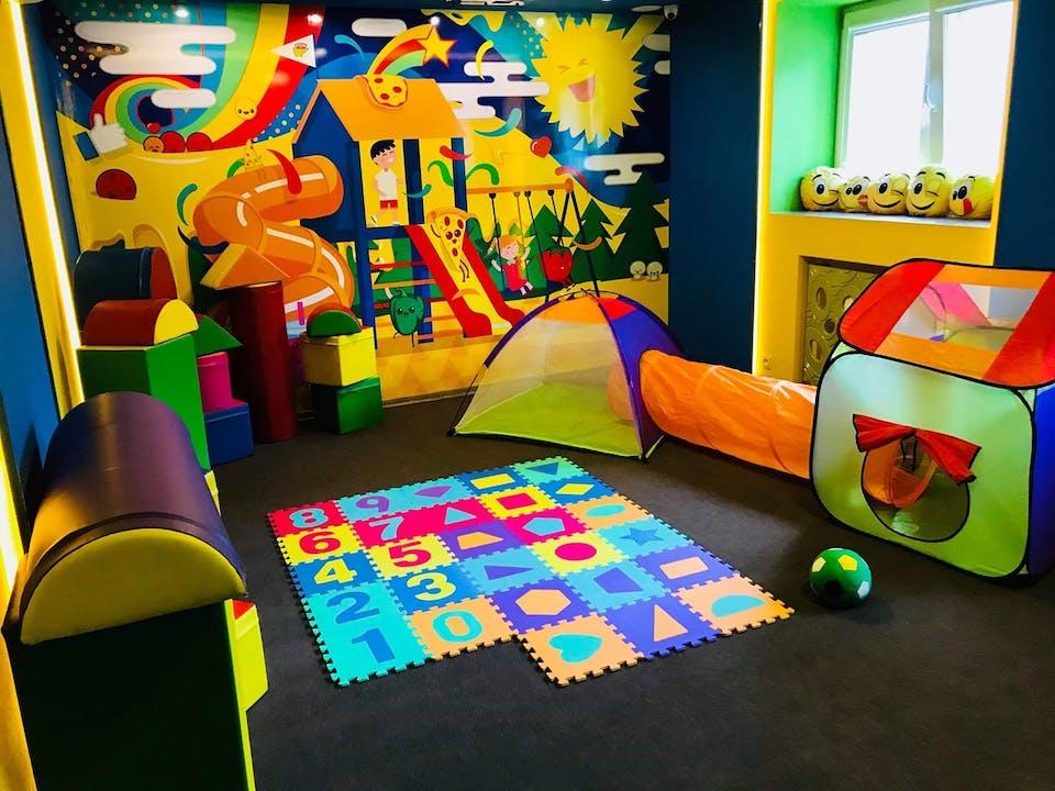 miejsce przyjazne rodzinom <br>z dziećmi ! <br>( sala zabaw znajduje się w restauracji w radości )