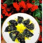 Pierogi z krewetkami, masełkiem pietruszkowym, chili i parmezanem
