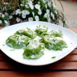 Pierogi z brokułami i mozzarellą z sosem gorgonzola