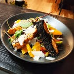Sałatka z łososiem w sezamie i pomarańczami + opakowanie (1,00)