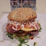 Hamburger Nowobogacki z jajem
