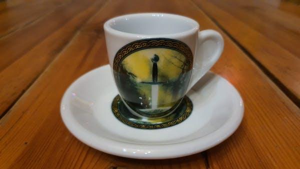 Set de cafea alba cu sigla Excalibur din ceramica