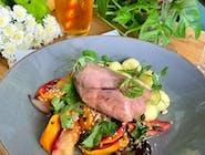 Indyk sous vide w sosie własnym, gnocchi, pieczone warzywa (batat, marchew, korzeń pietruszki, seler, cebula czerwona, czosnek, olej sezamowy)