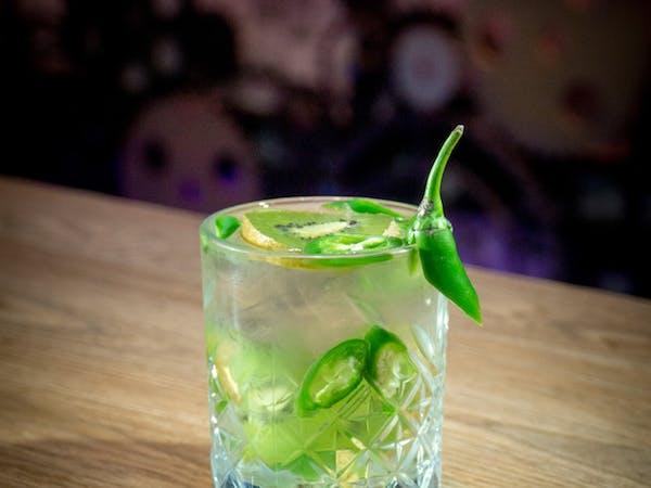 Kiwischilli : vodca Ketel One , gin Tanquerai , kiwi , ardei iute , sprite (300 ml)