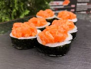 Futomaki z tuńczykiem i  łososiem spicy