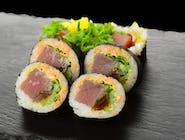 Futomaki z tuńczykiem, spicy mayo i warzywami