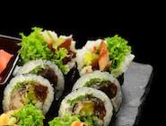 Futomaki z tofu w tempurze, spicy mayo i warzywami