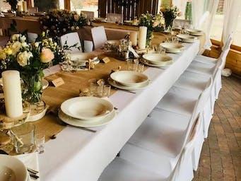 Zdjęcie przykładowe nakrytych przez nas stołów na przyjęcia okolicznościowe