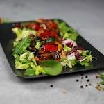 Sałatka z grillowanymi warzywami i kurczakiem