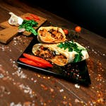 Szawarma-kebab z szaszłykiem w lawaszie