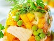 Galaretka z łososia z jajkiem i warzywami