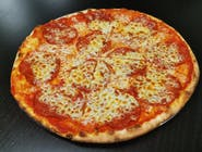 18. Pizza Salámová