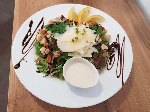 Salată italiană cu piept de pui