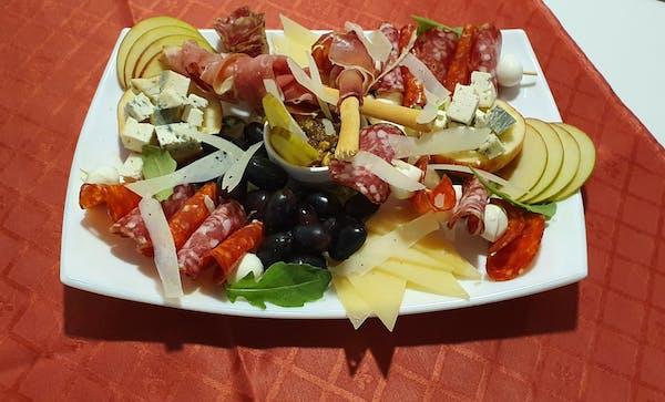 Platou italian de mezeluri și brânzeturi fine 2 persoane