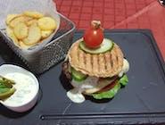 Burger black angus cu cartofi prăjiți