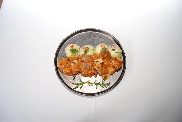 Escalop de vită cu ciuperci și spumă de cartofi cu brocoli
