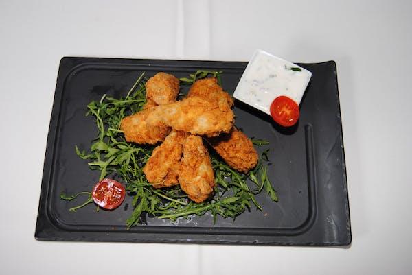 Aripioare de pui picante cu cartofi prăjiți