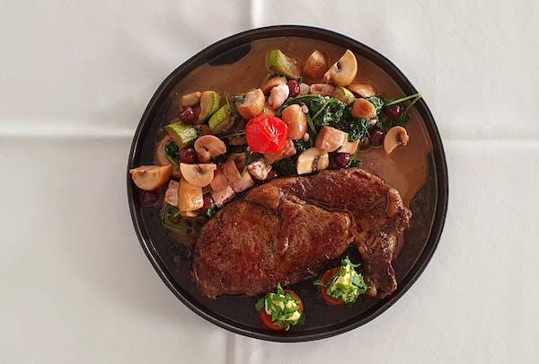 Rib-Eye cu pomodoro, mozzarella, sos brun și cartofi gratinați