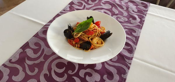 Spaghete con frutti di mare